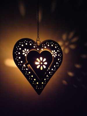 """Vaizdo rezultatas pagal užklausą """"lantern from heart"""""""